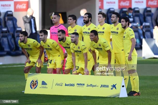 Villarreal CF players pose for a team photo prior to the La Liga Santander match between Villarreal CF and Real Madrid at Estadio de la Ceramica on...