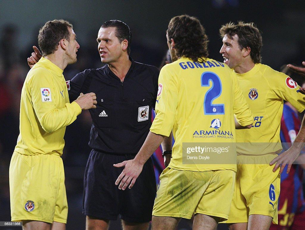 Villarreal players argue with Referee Cesar Muniz during the Primera Liga match between Villarreal and F.C. Barcelona on December 4 2005 at the Madrigal stadium in Villarreal, Spain.