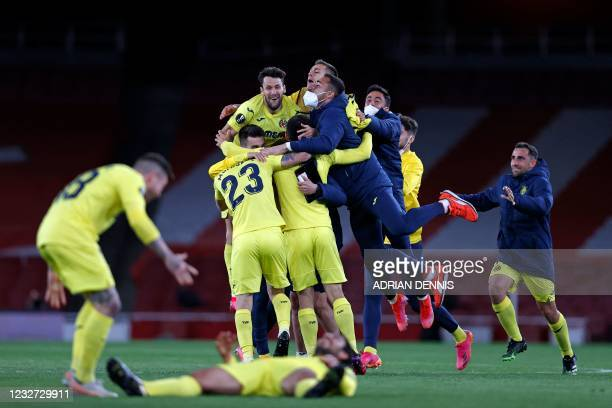 Villarreal players celebrate on the pitch after the UEFA Europa League semi-final, 2nd leg football match between Arsenal and Villarreal at the...