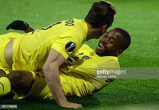 Villarreal's Congoleseforward Cedric Bakambu celebrates with his team mate Roberto Soldado after scorin during the UEFA Europa League quarterfinal...