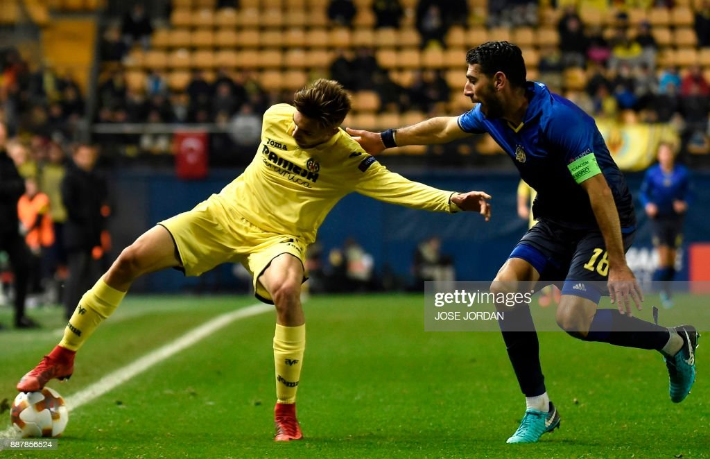 Villarreal's forward Dario Poveda (L) challenges Maccabi Tel Aviv's defender Eytan Tibi during the UEFA Europa League group A football match between Villarreal and Maccabi Tel Aviv in Villarreal on December 7, 2017. /