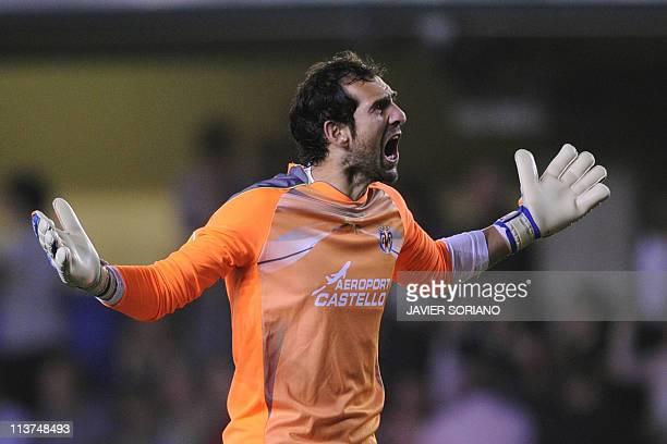 Villarreal's goalkeeper Diego Lopez celebrates after teammate Villarreal's midfielder Cani scored during the UEFA Europa League semi-final second leg...
