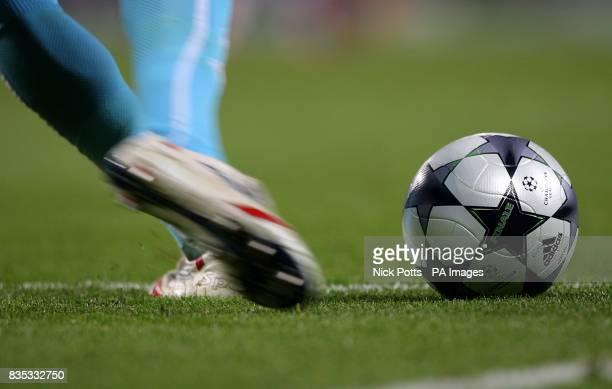Villarreal's goalkeeper Diego Lopez takes a goal kick