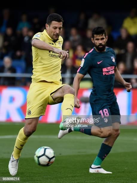 Villarreal's Italian defender Daniele Bonera vies with Atletico Madrid's forward Diego Costa during the Spanish League football match between...
