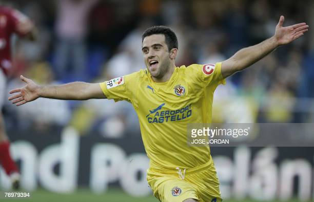 Villarreals Italian Giuseppe Rossi celebrates his first goal during a Spanish league football match at Madrigal Satdium in Villarreal 23 September...