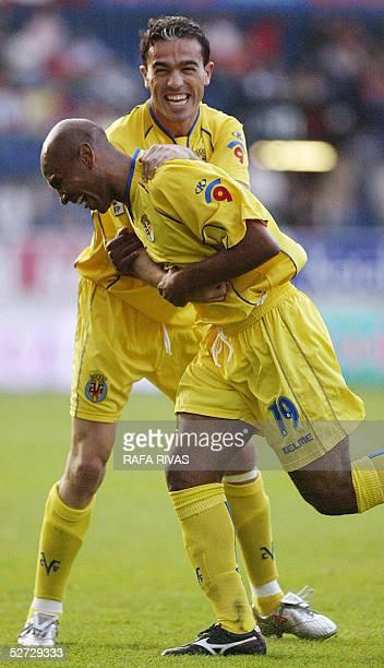 Villarreal's Javi Venta celebrates with his Brazilian teammate Marco Senna's goal 28 April 2005 during a Spanish league football match against...