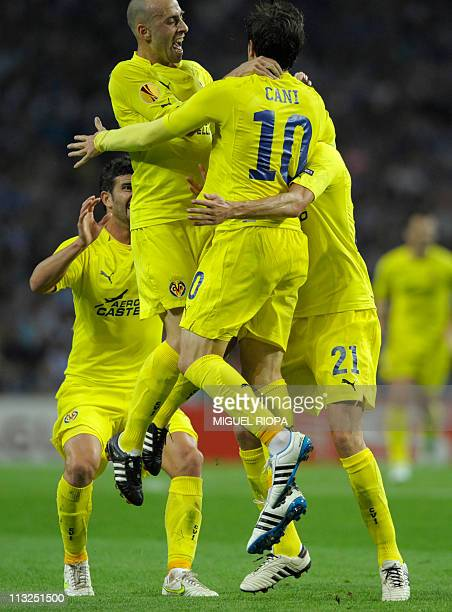 Villarreal's midfielder Cani celebrates with teammates Argentinian defender Mateo Musacchio , midfielder Borja Valero and midfielder Bruno Soriano...