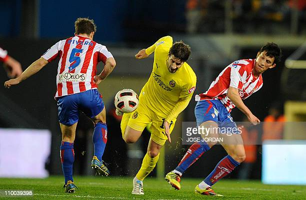 Villarreal's midfielder Cani vies for the ball with Sporting Gijon's midfielder Alberto Rivera and Sporting Gijon's midfielder Andre Castro during...
