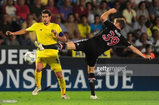 Villarreal's midfielder Cani vies with Bayern Munich's midfielder Toni Kroos during the UEFA Champions League football match between Villarreal and...