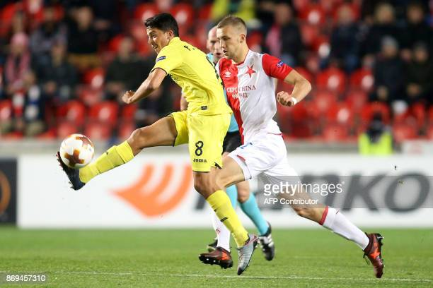 Villarreal's midfielder from Spain Pablo Fornals and Slavia Prague's midfielder from Czech Republic Tomas Soucek vie for the ball during the UEFA...