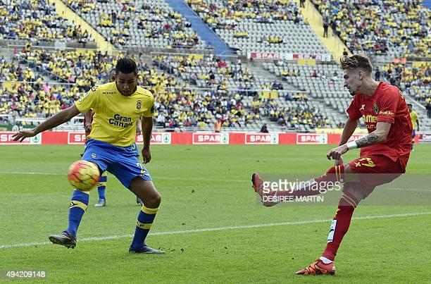 Villarreal's midfielder Samuel Castillejo vies with Las Palmas' defender David Simon during the Spanish league football match UD Las Palmas vs...