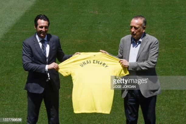 Villarreal's new Spanish coach Unai Emery poses with Villarreal's president Fernando Roig during his official presentation at la Ceramica Stadium in...