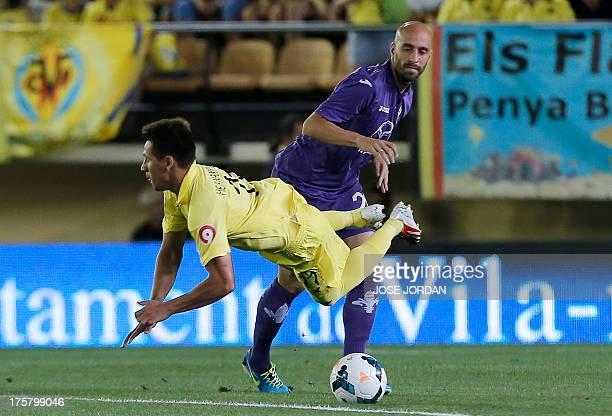 Villarreal's Paraguayan midfielder Hernan Perez vies with Fiorentina's Spanish midfielder Borja Valero during the Trofeo de la Ceramica football...