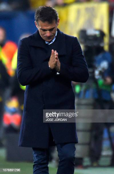 Villarreal's Spanish coach Luis Garcia Plaza gestures during the Spanish League football match between Villarreal CF and Real Madrid CF at La...