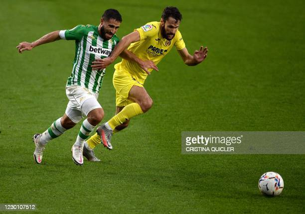 Villarreal's Spanish defender Alfonso Pedraza vies for the ball with Real Betis' French midfielder Nabil Fekir during the Spanish league football...