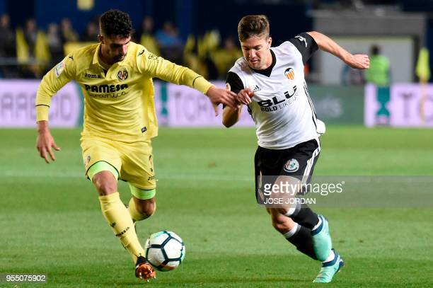 Villarreal's Spanish defender Alvaro Gonzalez challenges Valencia's Argentinian forward Luciano Vietto during the Spanish league football match...