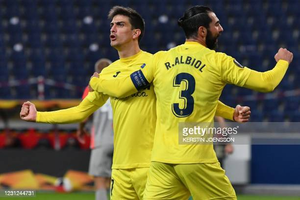 Villarreal's Spanish defender Raul Albiol and Villarreal's Spanish forward Gerard Moreno celebrate the opening goal during the UEFA Europa League...