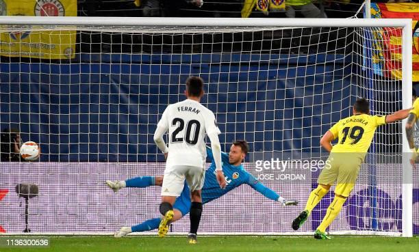 Villarreal's Spanish midfielder Santi Cazorla scores a goal during the UEFA Europa league quarter final first leg football match between Villarreal...