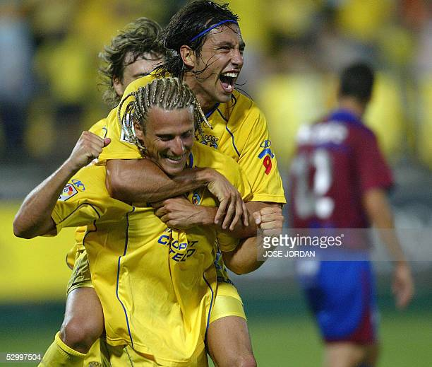 Villarreal's Uruguayan Diego Forlan celebrates his goal against Levante's with teanmate Jose Mari during their Spanish League match at Madrigal...