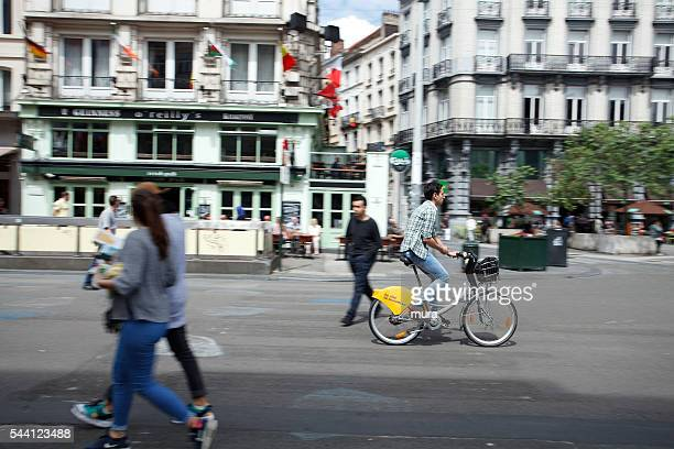 villo! public bicycle sharing in brussels - boulevard stock pictures, royalty-free photos & images