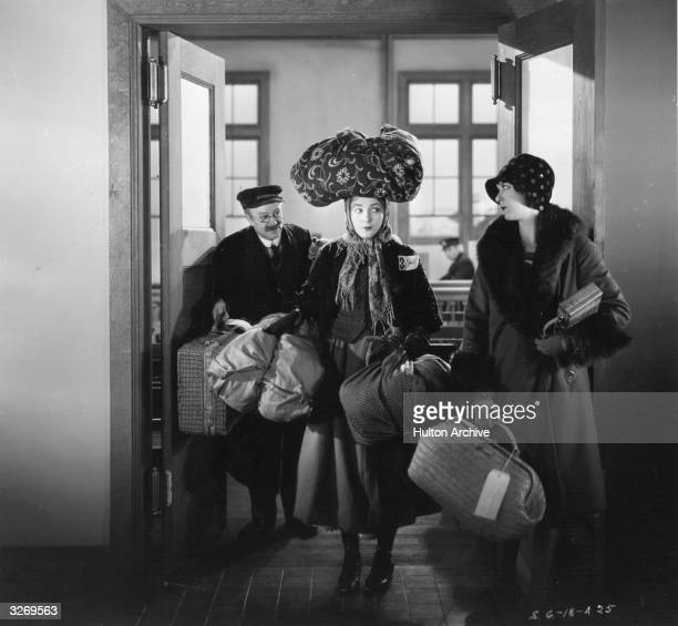 Vilma Banky and Fritzi Ridgeway in a scene from the film 'This Is Heaven' about the adventures of an immigrant from Hungary who comes to America The...