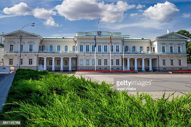 vilnius presidential palace - lithuania stock pictures, royalty-free photos & images
