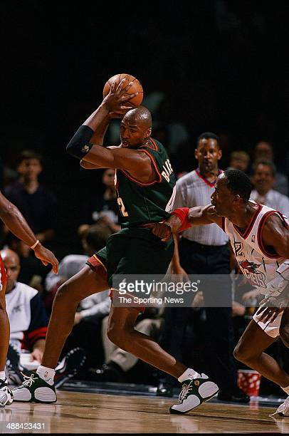 68419e8af857 Vin Baker of the Seattle SuperSonics handles the ball during the game  against the Houston Rockets