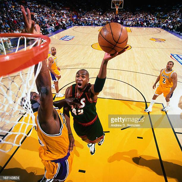 Vin Baker of the Seattle Supersonics shoots against the Los Angeles Lakers in Game Four of the Western Conference Semifinals as part of the 1998 NBA...