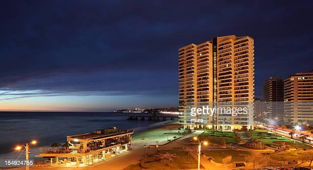 ビーニャデルマル夕暮れ時にチリ - ビーニャデルマル ストックフォトと画像