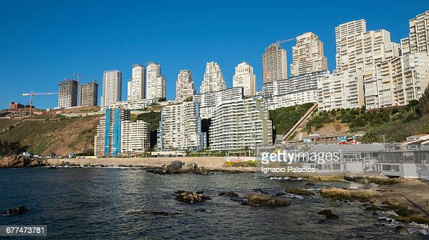vina del mar high rise hotels and apartments - vina del mar stock pictures, royalty-free photos & images