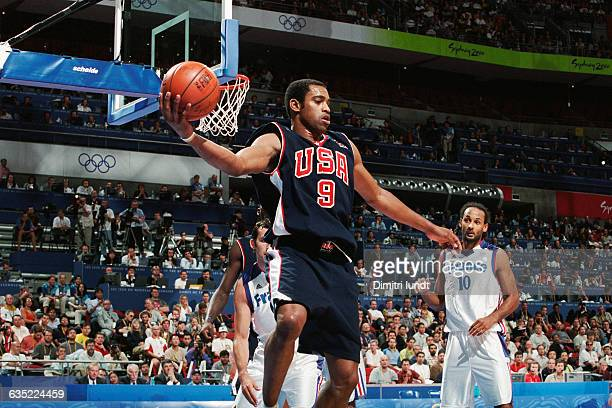 Vince Carter during the men's final of the 2000 Olympics, France vs USA.