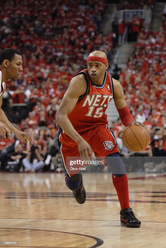 more photos 11998 1ff07 Vince Carter of the New Jersey Nets moves the ball against ...