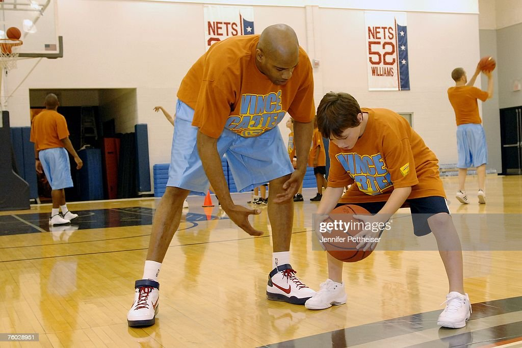 reputable site ce1fc 60470 Vince Carter of the New Jersey Nets works with kids during ...