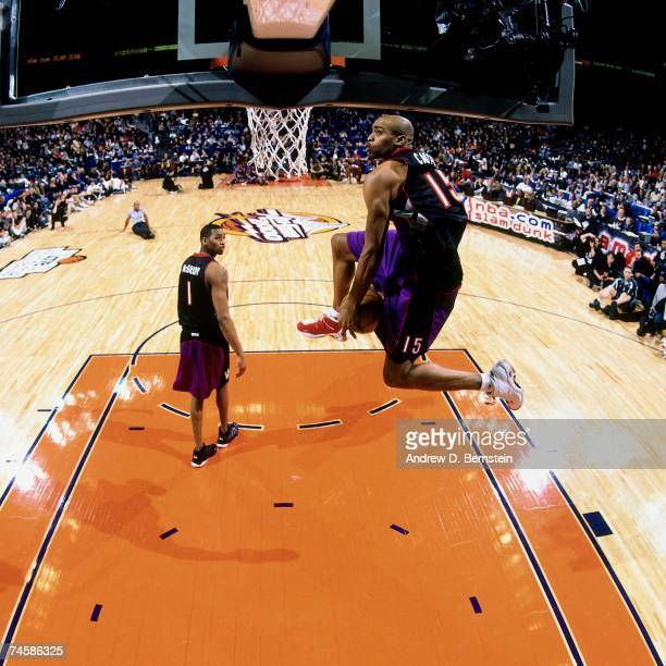 Vince Carter of the Toronto Raptors soars for a dunk during the 2000 NBA Slam Dunk Contest on February 12 2000 at the Oracle Arena in Oakland...