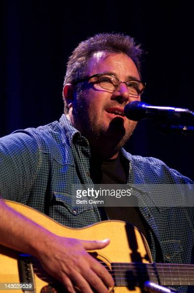 Vince Gill Plays The Mental Health America Of Middle Tennessee At