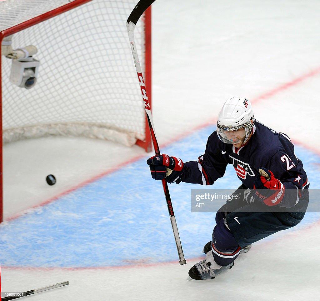 IHOCKEY-U20-WORLD-USA-SWE : News Photo