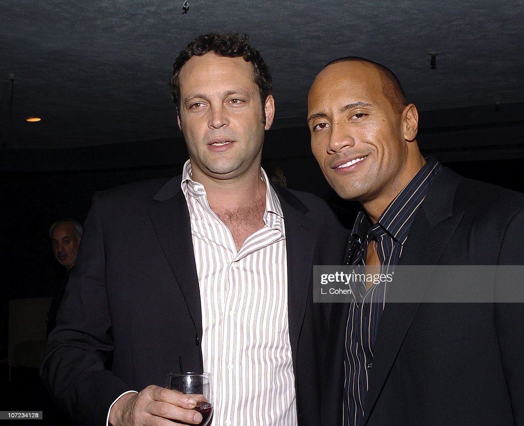 ¿Cuánto mide Dwayne Johnson (The Rock)? - Altura - Real height - Página 2 Vince-vaughn-and-dwayne-the-rock-johnson-picture-id107234128