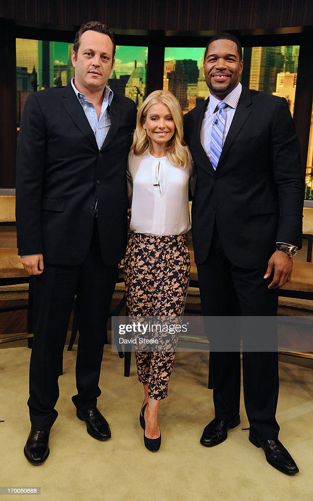 ABC's 'Live With Kelly And Michael' - 2013 : News Photo