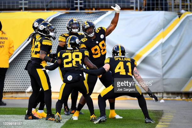 Vince Williams of the Pittsburgh Steelers celebrates with teammates after his fumble recovery for a touchdown during the first quarter against the...