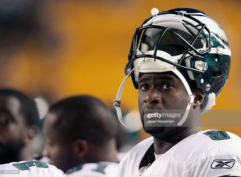 Vince Young #9 of the Philadelphia Eagles looks up at the scoreboard in the second half during the preseason game against the Pittsburgh Steelers on August 18, 2011 at Heinz Field in Pittsburgh, Pennsylvania.