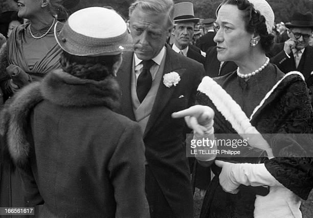 Vincent Auriol And The Duke And Duchess Of Windsor At Bagatelles Parc de Bagatelle Période 19501954 Lors d'une réception le Duc DE WINDSOR un oeillet...
