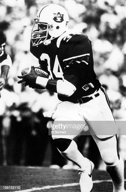 Vincent 'Bo' Jackson of the Auburn Tigers runs with the ball during an NCAA game circa 1983 in Auburn Alabama