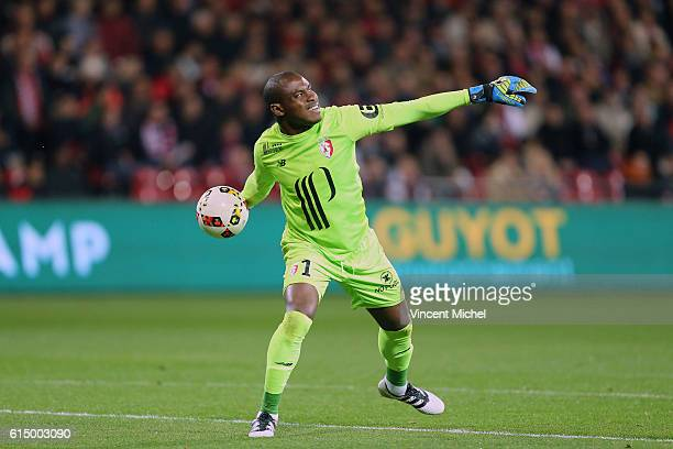 Vincent Enyeama of Lille during the Ligue 1 match between EA Guingamp and Lille OCS at Stade du Roudourou on October 15 2016 in Guingamp France