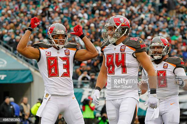 Vincent Jackson of the Tampa Bay Buccaneers celebrates his touchdown catch in the second quarter with teammates Cameron Brate and Joe Hawley against...