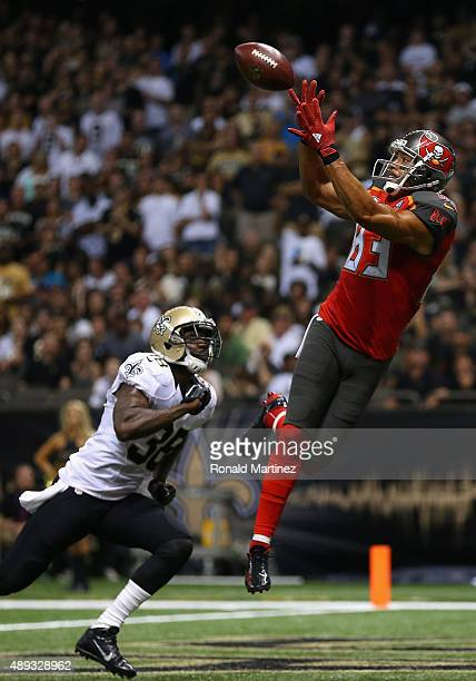 Vincent Jackson of the Tampa Bay Buccaneers makes a touchdown pass reception against Kenny Phillips of the New Orleans Saints in the second quarter...
