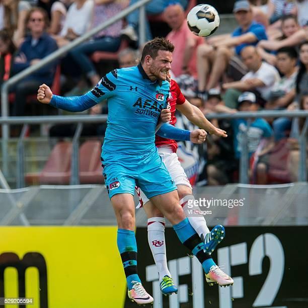 Vincent Janssen of AZ Alkmaar Rico Strieder of FC Utrecht during the Dutch Eredivisie match between FC Utrecht and AZ Alkmaar at the Galgenwaard...