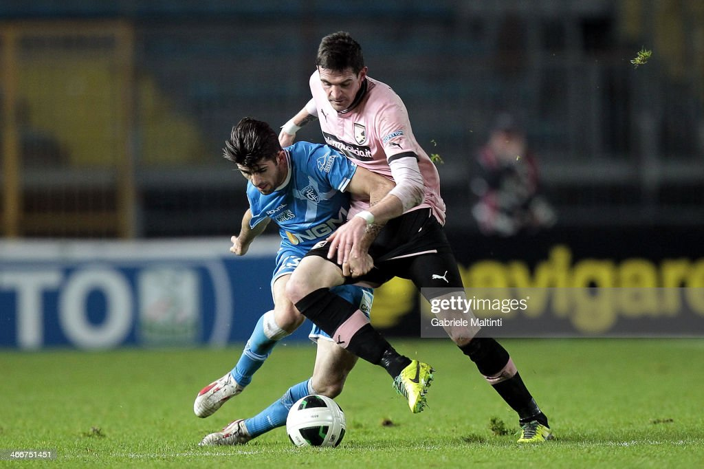 Vincent Laurini of Empoli Fc battles for the ball with Kyle Lafferty of US Citta di Palermo during the Serie B match between Empoli FC and US Citta di Palermo at Stadio Carlo Castellani on February 3, 2014 in Empoli, Italy.