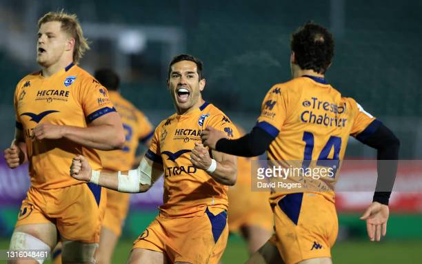 Vincent Martin of Montpellier celebrates after their victory during the European Rugby Challenge Cup match between Bath Rugby and Montpellier at the...