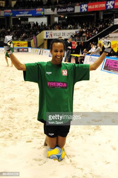Vincent MCDOOM Le Show Beach soccer a Lyon Tournoi des celebrites Match caritatif pour l'association Un sourire Un espor pour la vie