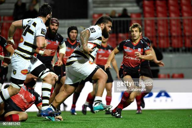 Vincent Pelo of La Rochelle runs with the ball and scores a try during the Top 14 match between Oyonnax and La Rochelle on January 6 2018 in Oyonnax...